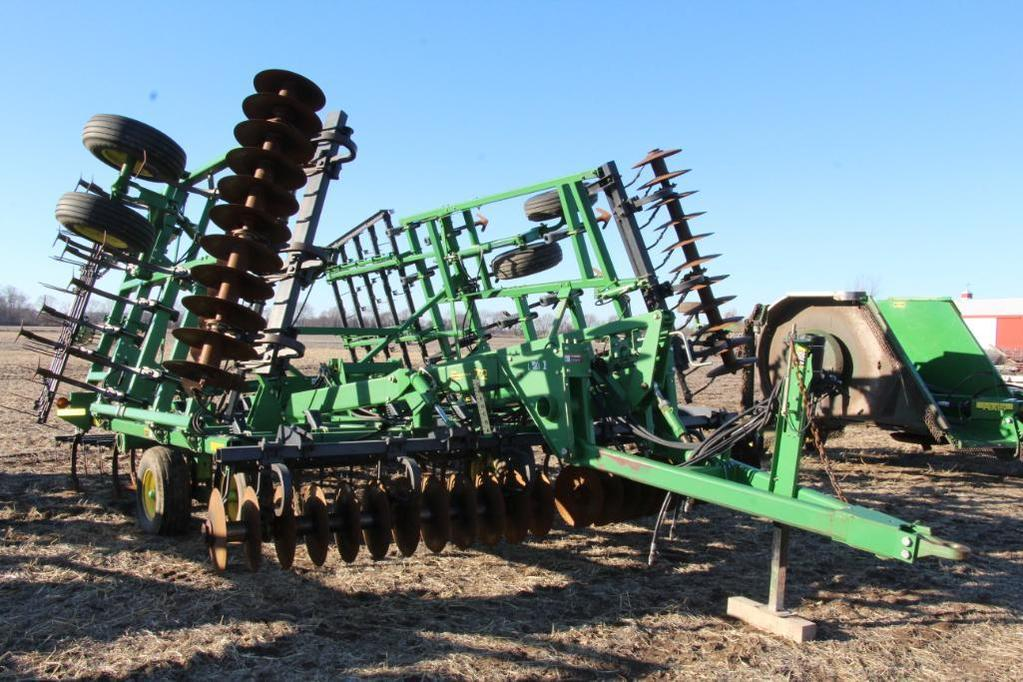 """John Deere 726 26.5"""" soil finisher"""