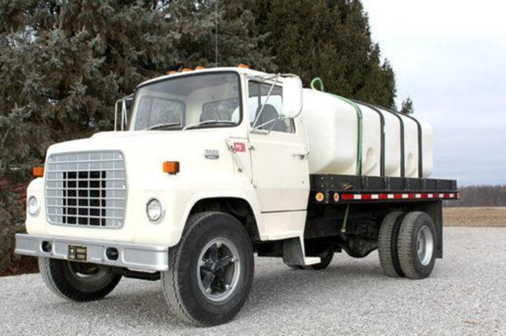 1983 Ford F7000 tender truck