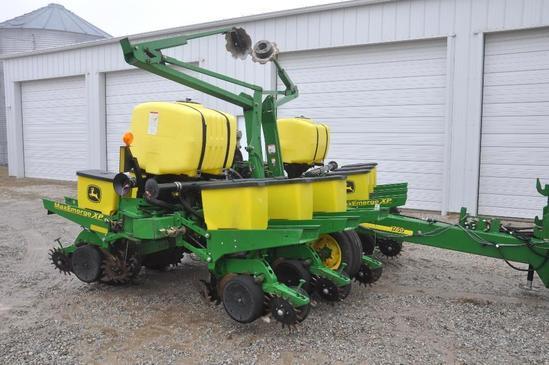 "2011 John Deere 1760 12 row 30"" planter"
