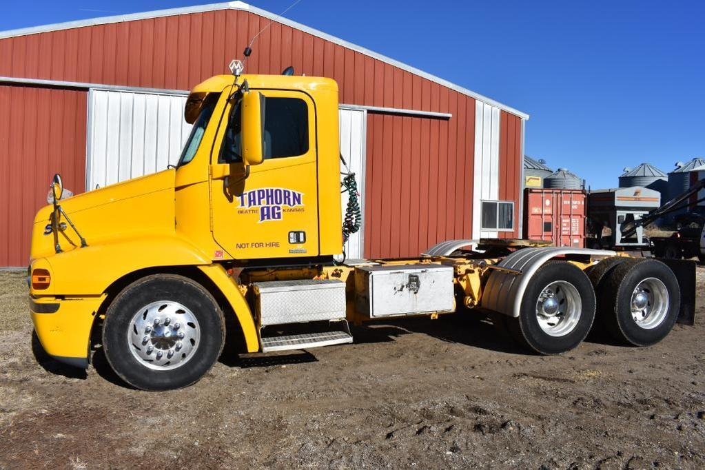 2002 Freightliner Century Class S/T day cab semi