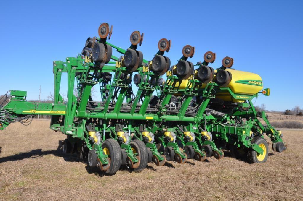 2011 John Deere 1790 CCS 16/32 planter
