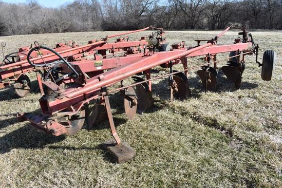 International Harvester 720 5-bottom plow