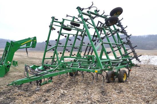 """1998 John Deere 980 36'6"""" field cultivator"""