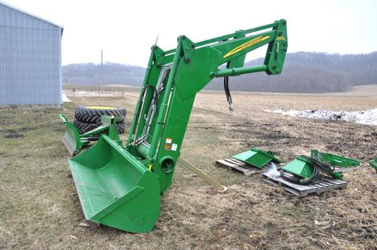John Deere 843 self-leveling loader