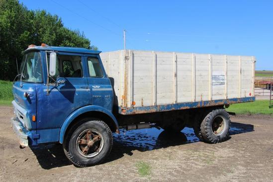 Chevrolet 60 cab over single axle grain truck