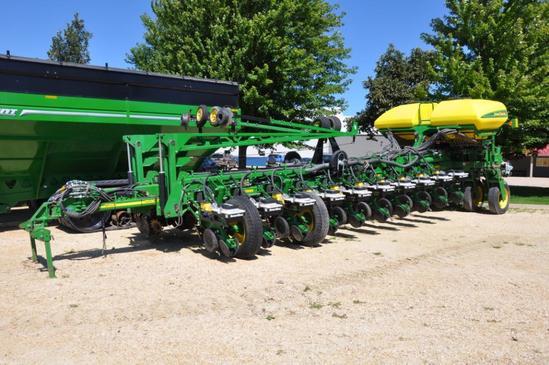 "2012 John Deere 1770NT CCS 24 row 30"" planter"