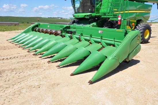 "2009 John Deere 612C 12 row 30"" StalkMaster chopping corn head"