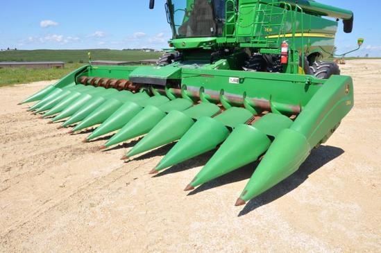 "2005 John Deere 1293 12 row 30"" corn head"