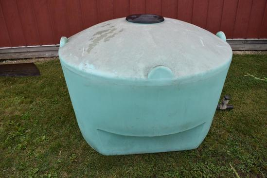 450 gal. flat bottom poly tank