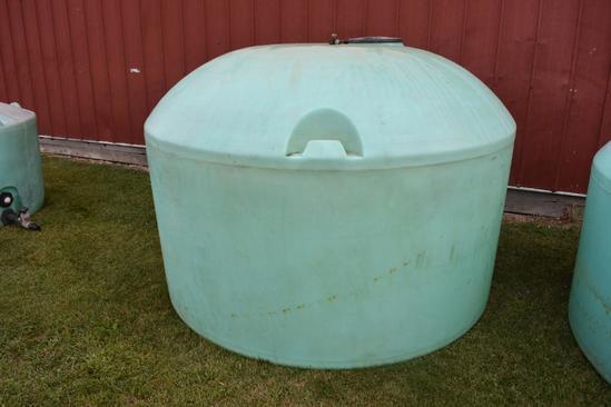 1,200 gal. flat bottom poly tank
