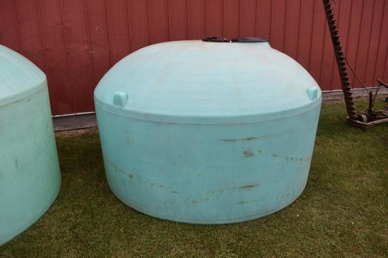 1,100 gal. flat bottom poly tank
