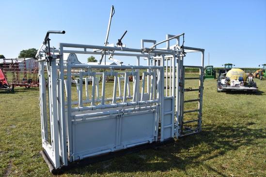 """30""""x8' Cattle catch chute w/ manual head gate"""