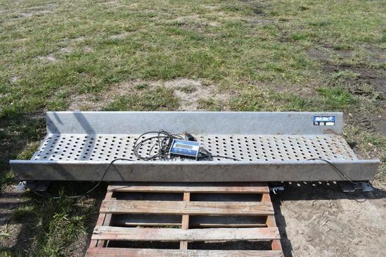 Digi-Star 7.6' aluminum alleyway scales
