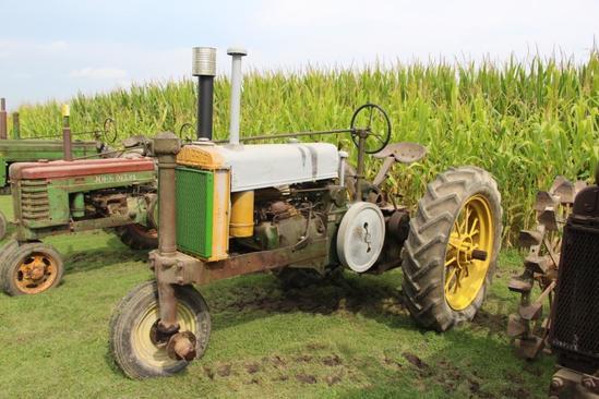 1940 John Deere G tractor