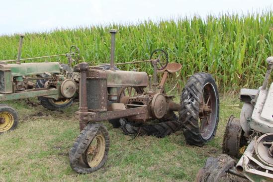John Deere Unstyled B tractor