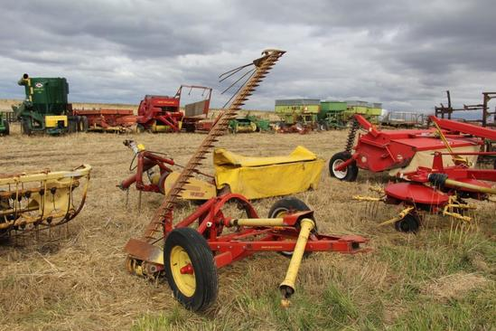 New Holland 9' pull-type sickle bar mower