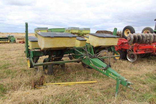 "John Deere 7000 Conservation 4R 38"" planter"
