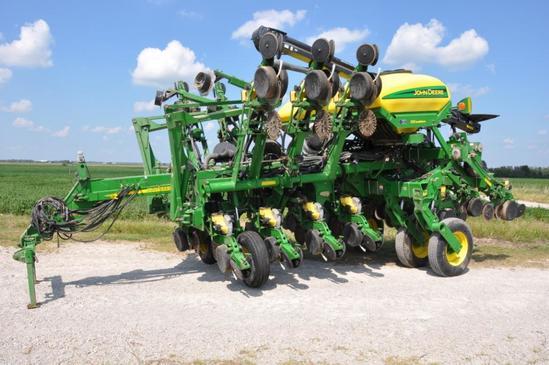 2004 John Deere 1790 CCS 12/23 planter