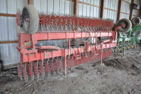 Yetter 3530 30' rotary hoe