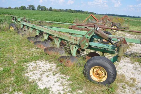 John Deere 2350-2450 7-bottom plow