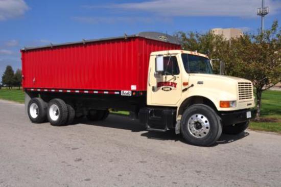 2001 IH 4900 tandem grain truck