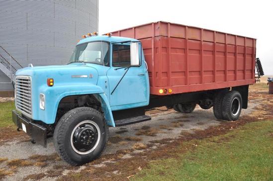 1975 IH Loadstar grain truck w/15' bed