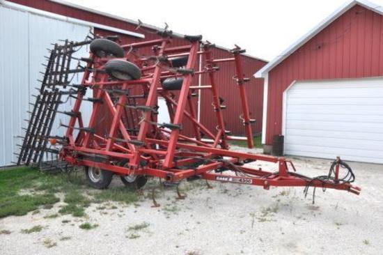 Case IH 4300 30' field cultivator