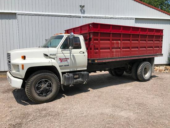 1990 Ford F800 grain truck