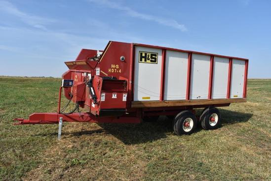 H&S HD7+4 Feeder Box feed wagon