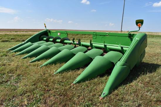 "2017 John Deere 608C 8 row 30"" corn head"