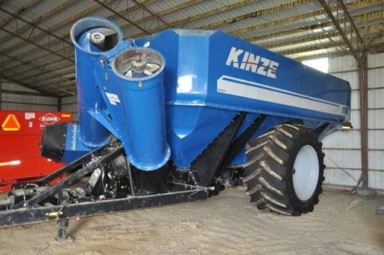 Kinze 1100 grain cart