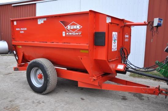 Kuhn Knight 3125 Reel Auggie mixer feed wagon