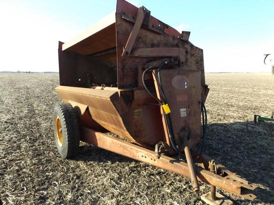 Hawk side-throw manure spreader
