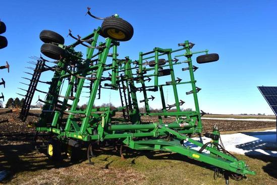 2011 John Deere 2210 45' field cultivator