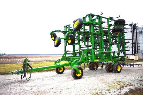 """2013 John Deere 2210 45'6"""" field cultivator"""