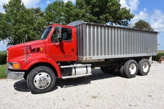 1997 Ford Louisville tandem axle grain truck