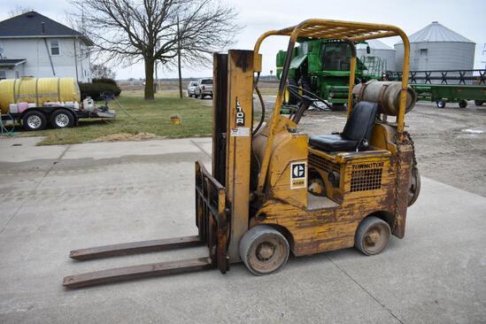 Caterpillar 422S 3,000 lb. LP forklift