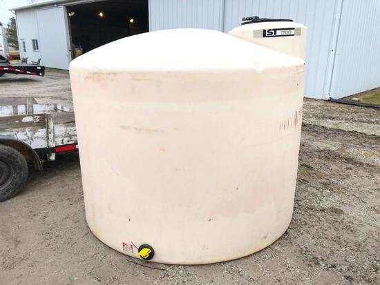 1,700 gal. poly tank