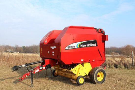 New Holland 740A round baler
