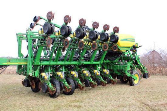 2008 John Deere 1790 16/32 planter