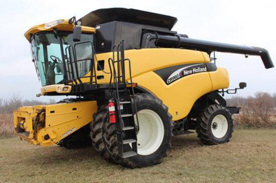 2005 New Holland CR960 2wd combine