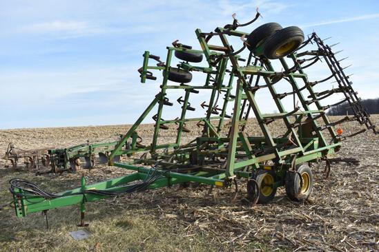 John Deere 960 30' field cultivator