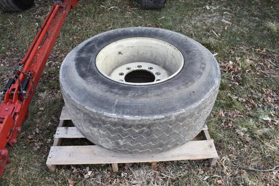 425/65R22.5 tire and 10-bolt wheel