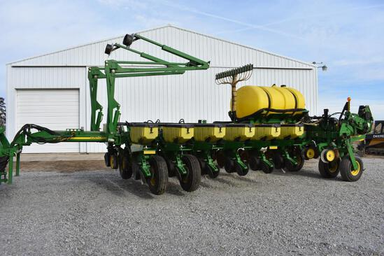"2007 John Deere 1770NT 16 row 30"" planter"