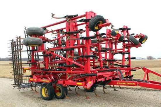 Sunflower 5055 44' field cultivator