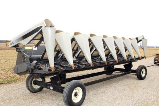 "2014 Gleaner 3000 8 row 30"" corn head"
