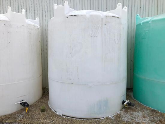 2,500 gal. flat bottom poly tank