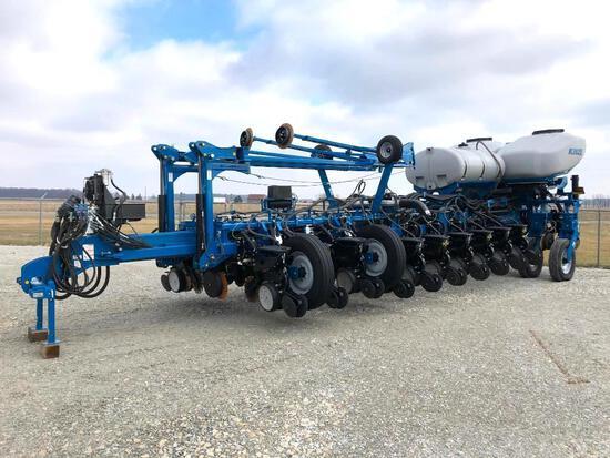 "2014 Kinze 4900 24 row 30"" planter"