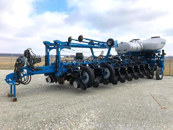 "2014 Kinze 4900 24 row 30"" planter"