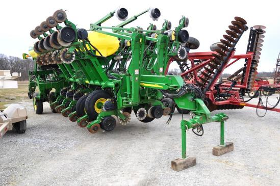 2005 John Deere 1790 16/32 row planter